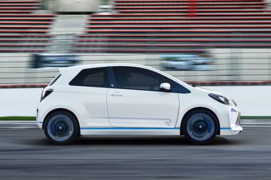 08-2013-Toyota-Yaris-Hybrid-R-Concept-fotoshowImage-f27ec1d0-715413