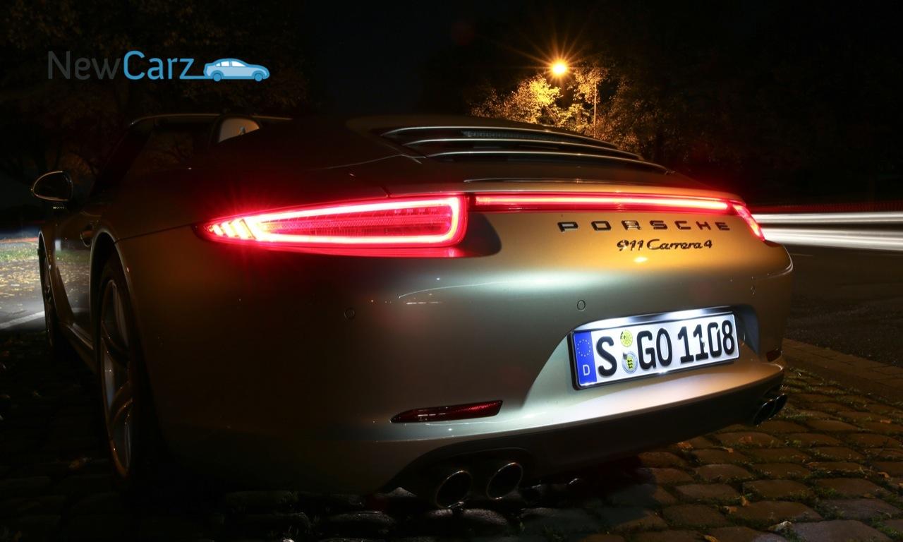 Porsche 911 - Heck - Carrera 4 - Cabriolet - Nacht