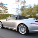 Porsche 911 - Carrera 4 (Allrad) - Fahrtaufnahme - dynamisch, offen