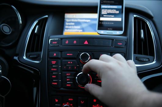 NewCarz-Opel-Cascada-Samsung-Galaxy-S4-2