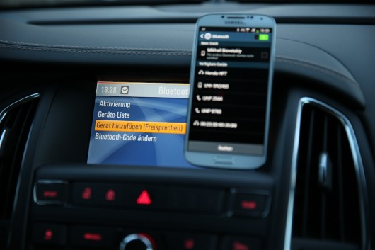 NewCarz-Opel-Cascada-Samsung-Galaxy-S4-3