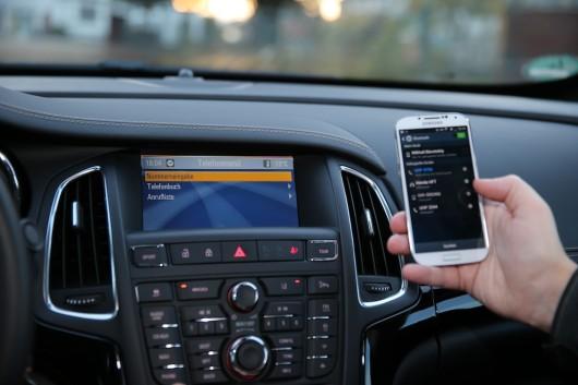 NewCarz-Opel-Cascada-Samsung-Galaxy-S4-6