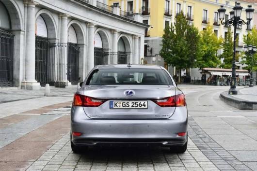 Lexus-GS300h-18-