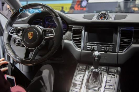 NewCarz-Porsche-Macan-Detroit-NAIAS-2014-51