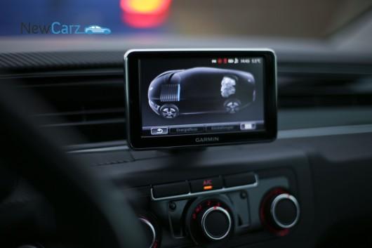 Eine digitale Anzeige wie in dem Volkswagen e-up! gibt Auskunft über den Ladestand der Batterie und stellt den Antriebsfluss dar.