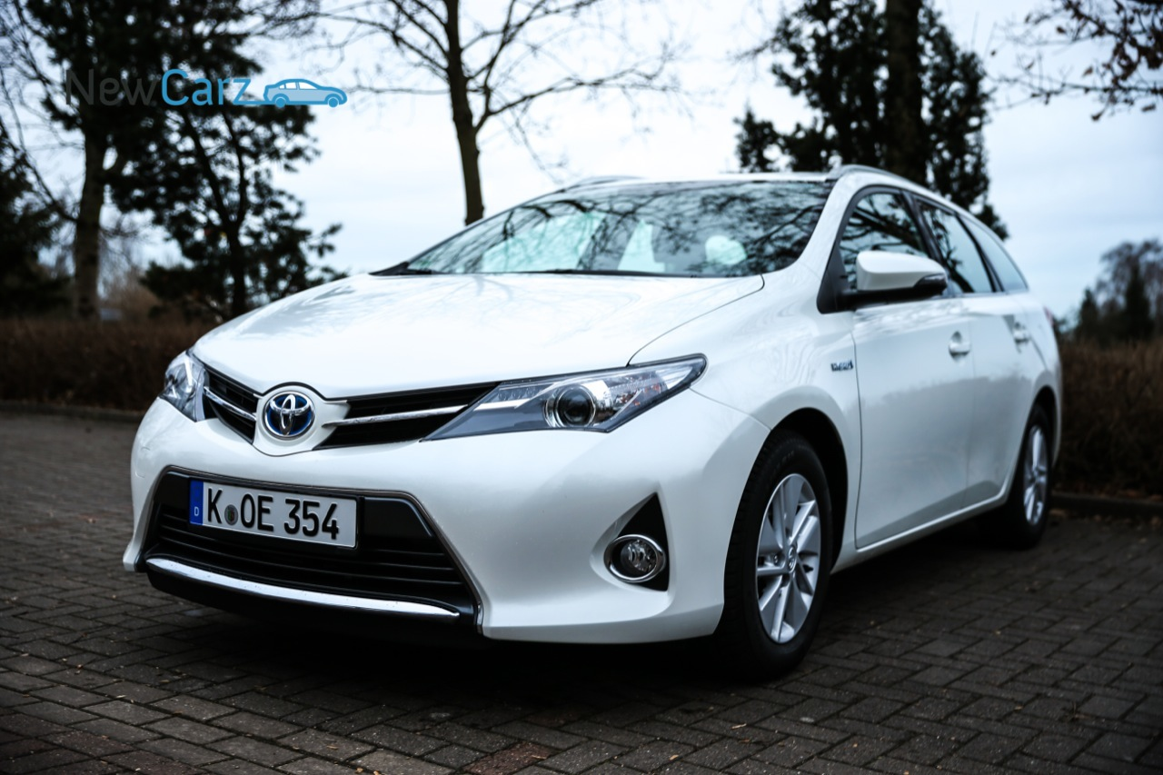 test auris hybride toyota auris touring sports 1 8 hybrid. Black Bedroom Furniture Sets. Home Design Ideas