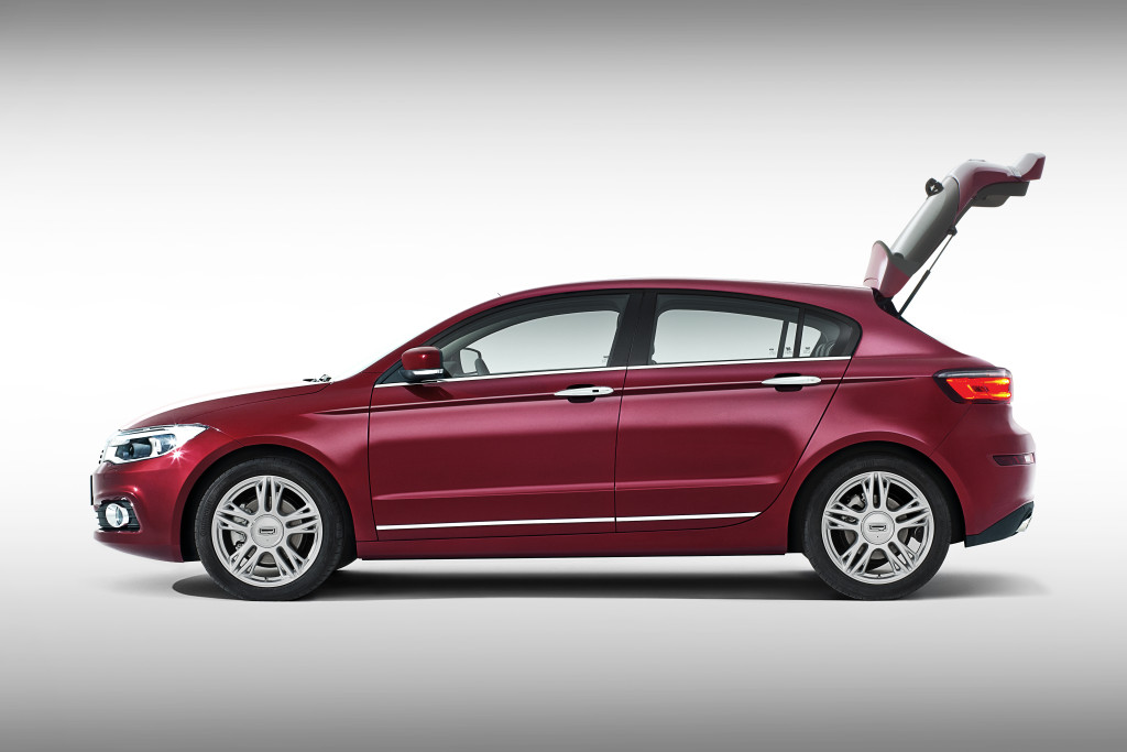 Qoros-3-Hatch-side-profile-open-tailgate