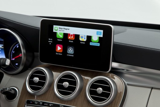 NewCarz-Carplay-Daimler3