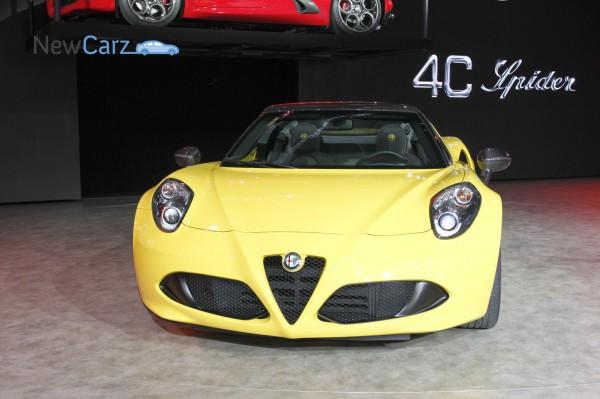 NewCarz-Alfa-Romeo-4C-Spider-Detroit-NAIAS-84