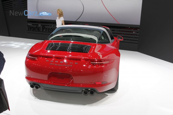 NewCarz-Porsche-911-Targa-GTS-Detroit-NAIAS-05