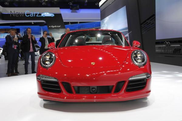 NewCarz-Porsche-911-Targa-GTS-Detroit-NAIAS-12