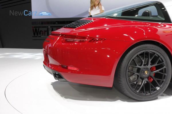 NewCarz-Porsche-911-Targa-GTS-Detroit-NAIAS-17