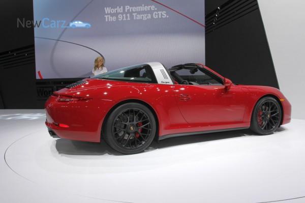 NewCarz-Porsche-911-Targa-GTS-Detroit-NAIAS-18
