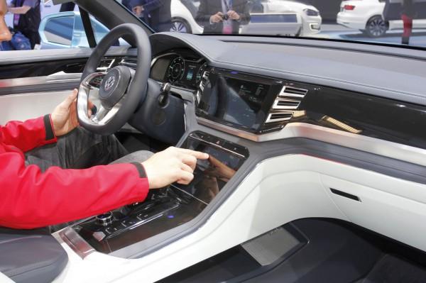 NewCarz-Volkswagen-CrossCoupe-GTE-Detroit-NAIAS-523