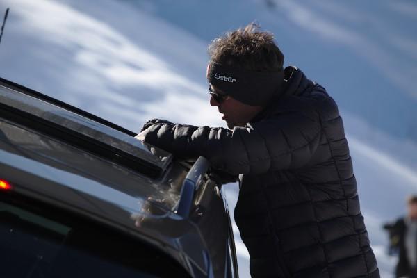 Instruktionen bei Schräglage durchs Dach des SRX