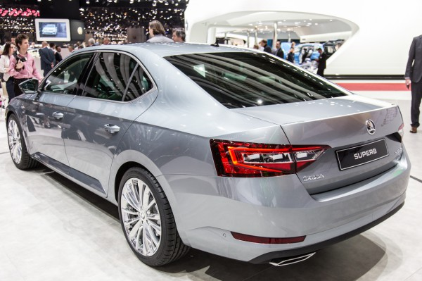 NewCarz-Skoda-Superb-Genf-2015-40