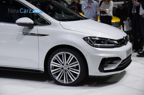 NewCarz-Volkswagen-Touran-Genf-2015-19