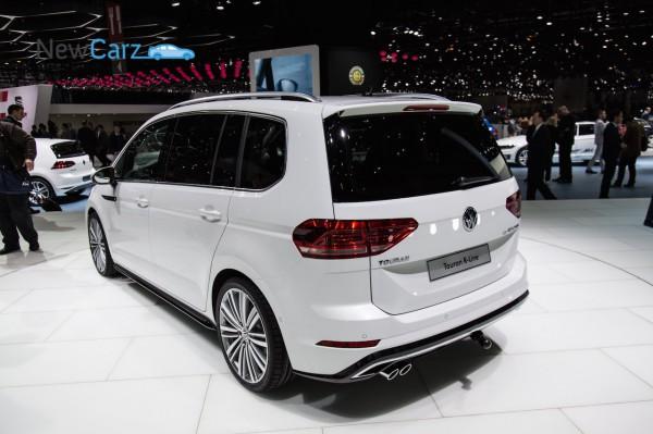 NewCarz-Volkswagen-Touran-Genf-2015-23