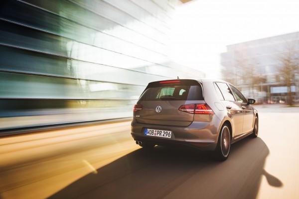 NewCarz-Volkswagen-Golf-GTD-4124
