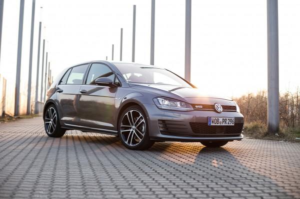 NewCarz-Volkswagen-Golf-GTD-4373