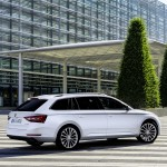 NewCarz-Skoda-Superb-2015 (1)