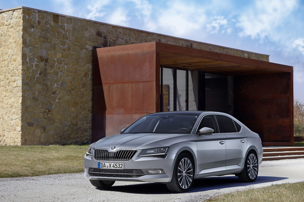 NewCarz-Skoda-Superb-2015 (2)