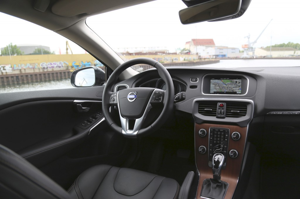 Newcarz-Volvo-V40-Cross-Country (9)