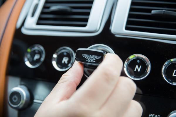 Kunstwerk - Der Kristallschlüssel des DB9 Volante