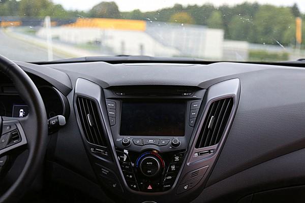 NewCarz-Hyundai-Veloster (17)
