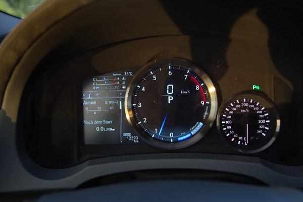 Lexus-RC-F Cockpit