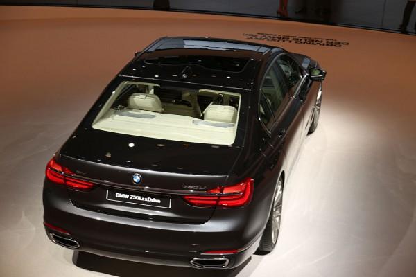 NewCarz-BMW-7er (5)