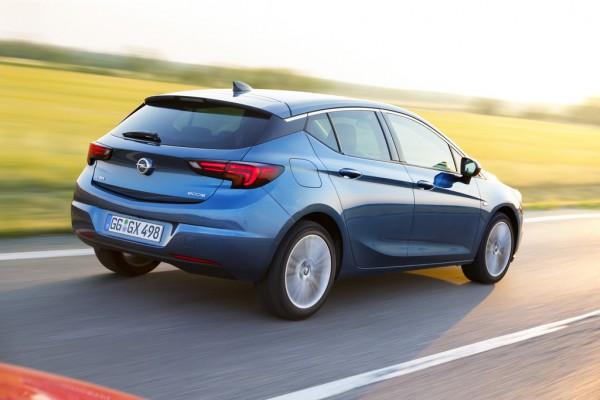 NewCarz-Opel-Astra-2015-2