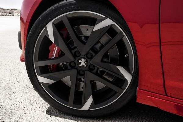 Ton in Ton - Die Bremssättel sind rot lackiert
