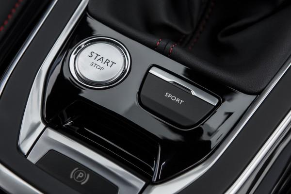 Peugeot SPORT - Ein Druck auf die Taste ändert die Cockpitanzeigen