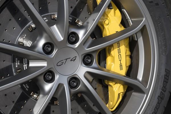 NewCarz-Porsche-Cayman-GT4-03