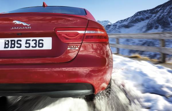 NewCarz-Jaguar-XE-AWD-02