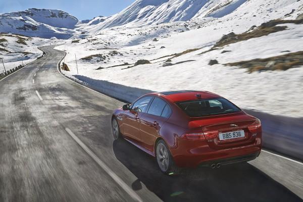 NewCarz-Jaguar-XE-AWD-04