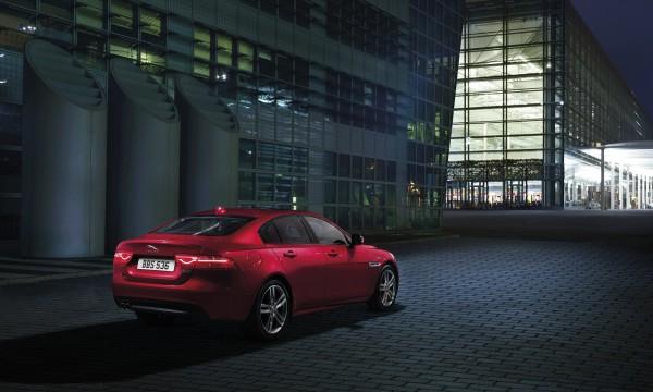 NewCarz-Jaguar-XE-AWD-05