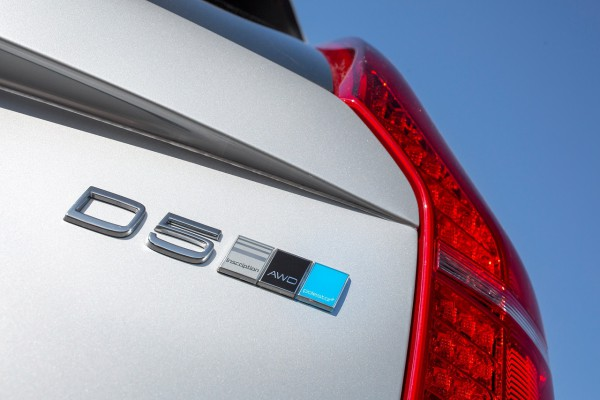 Dezent - Ein kleines, blaues Emblem verrät den Volvo XC90 Polestar