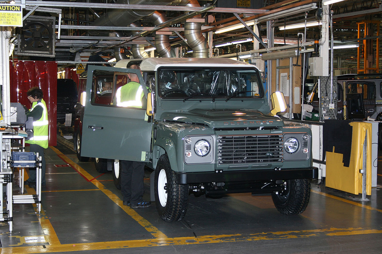NewCarz-Land-Rover-Defender-2016