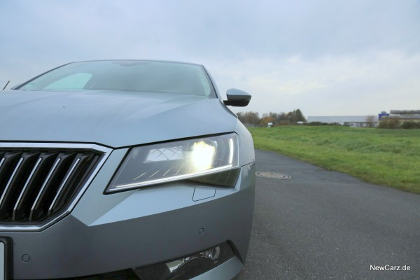 NewCarz-Skoda-Superb-Lim-05