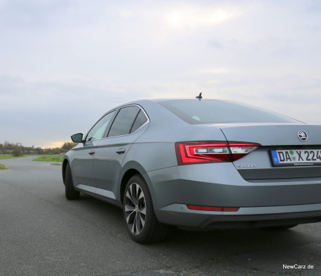 NewCarz-Skoda-Superb-Lim-13