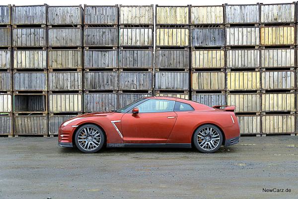NewCarz-Nissan-GTR (1)