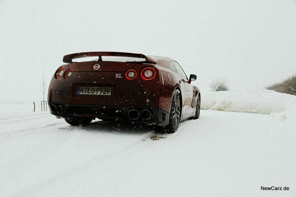 NewCarz-Nissan-GTR (3)