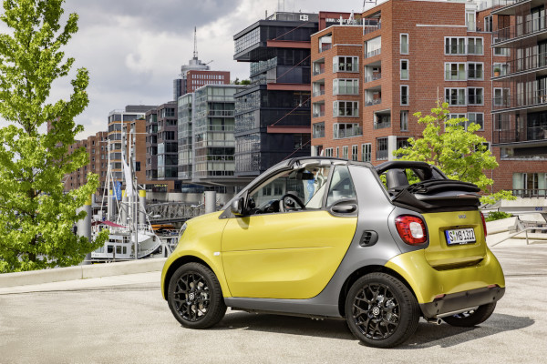 ssmart fortwo cabrio, prime, black to yellow / titania grey matt