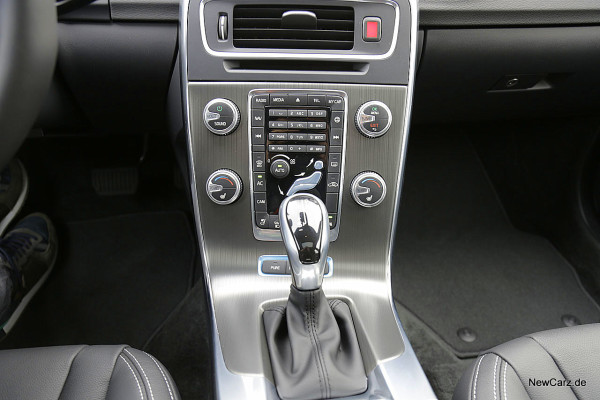 NewCarz-Volvo-V60-D6 (6)