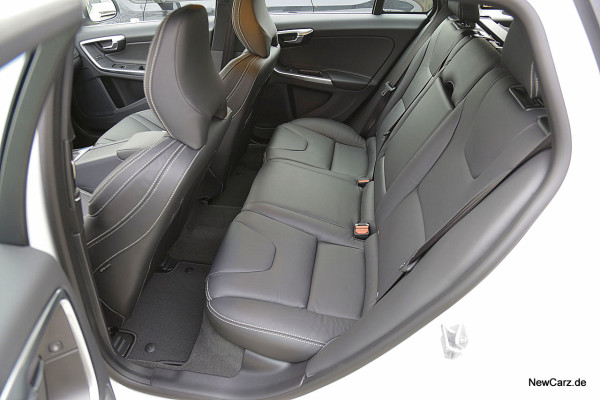 NewCarz-Volvo-V60-D6 (7)