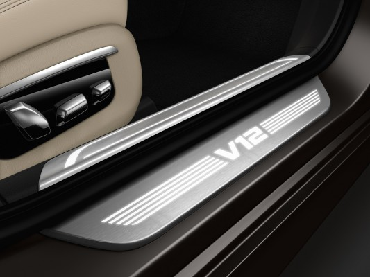 NewCarz-BMW-M760Li-06