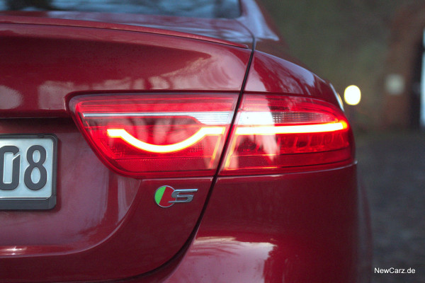 NewCarz-Jaguar-XE-S-03