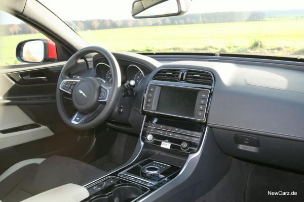NewCarz-Jaguar-XE-S-13